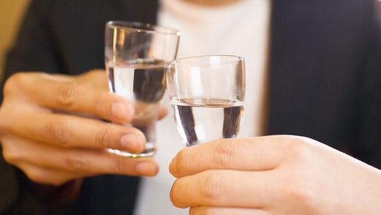 李湛:高端白酒稳健发展 深挖必选消费龙头企业