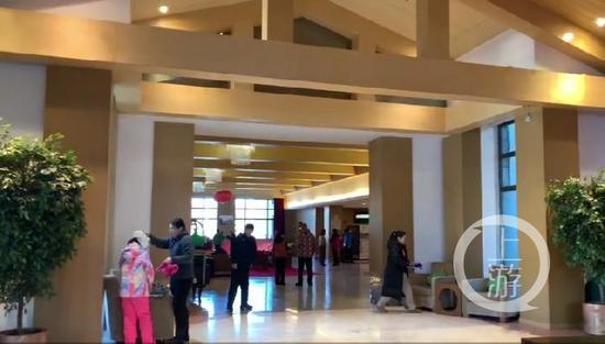 ▲2月13日,出事的Club Med度假村大堂內仅剩下数名游客摄影/张莹