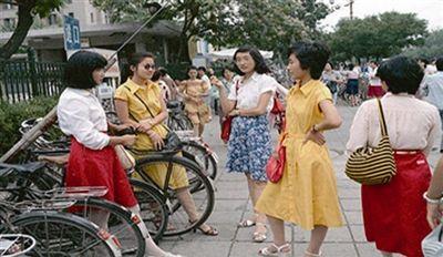 图6-2 八十年代追求时尚的青年女士