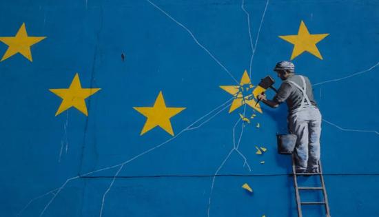 ▲这是2月22日在英国东南部多佛拍摄的英国艺术家班克西的壁画。新华社记者 韩岩 摄