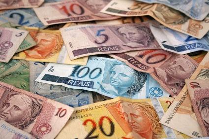 巴西雷亚尔兑美元汇率创下新低 今年跌幅接近8%