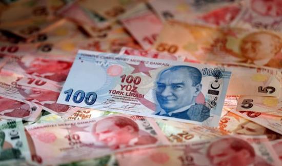 资料图片:2017年10月,土耳其里拉纸币 REUTERS/Murad Sezer