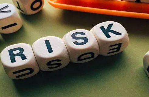 朱小黄: 注重银行收益覆盖风险的定性与定量平衡