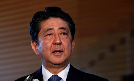 资料图片:2018年6月12日,日本东京,日本首相安倍晋三对媒体发言 REUTERS/Issei Kato