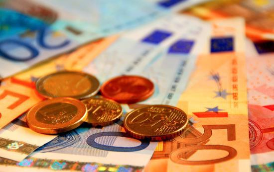 西班牙宣布将最低工资标准提高5.5%