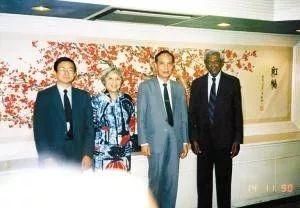 1987年,在就任深圳体改委主任之前,徐景安曾以国家体改所副所长的身份去沧州、湖州和温州做推动试点工作。图左三为李灏,左一为徐景安。