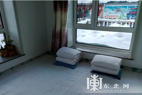430元一晚的家庭旅馆小火炕,很干净吧,床上用品每天由雪乡洗消中心统一清洗配送。