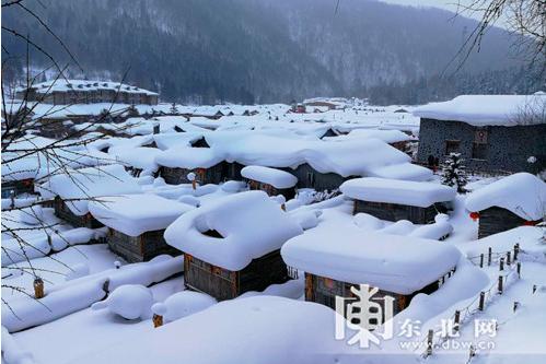 早晨的雪乡,洁白的世界,宁静中透露出淡淡的美。