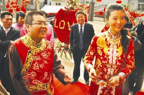2010年李兆会迎娶影视明星车晓。