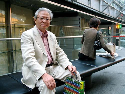 日本政府探讨公务员逐步延至65岁退休