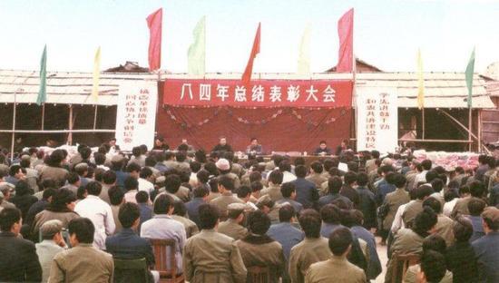 1984年,深圳市二建(原16团弄)在竹儿子林基地召开年底尽结惩治水父亲会。