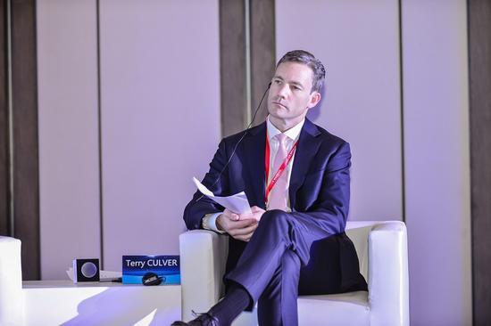 哥伦比亚大学国际和公共事务学院副院长Terry CULVER。