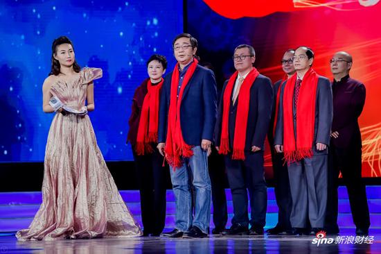 评委代表、人民日报新媒体中心主任丁伟致辞。