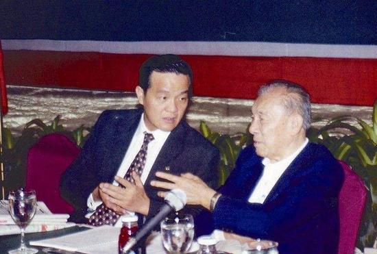 马明哲与招商局原常务副董事长袁庚。