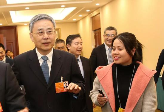 中国银监会主席郭树清接受本报记者采访  本报记者 车亮 摄