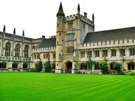 牛津大学建校800多年来首次发行债券 期限100年