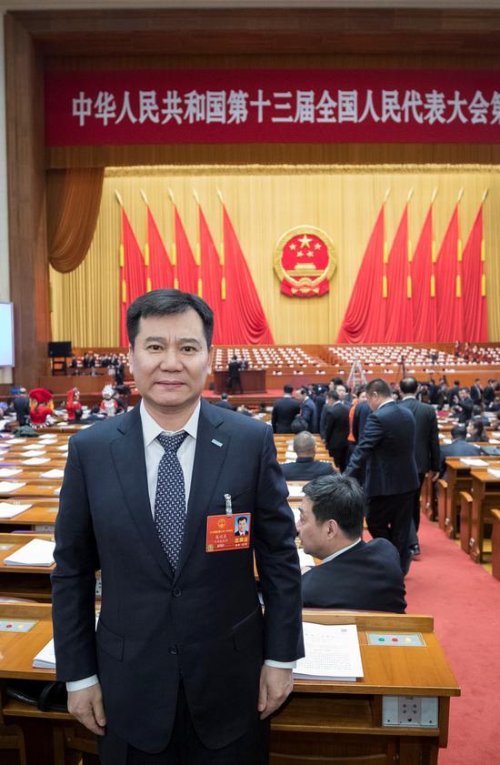 苏宁控股集团董事长张近东参加十三届全国人大一次会议 。