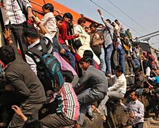 挂火车!脱轨!印度火车到底有多差?