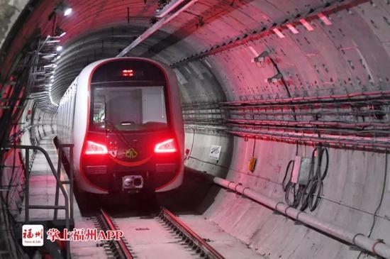 """福州地铁1号线二期全线""""轨通"""""""