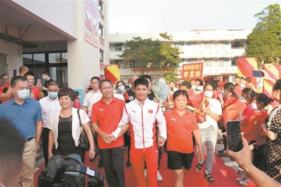 奥运、全运双冠王李发彬回南安 获家乡各界奖励150万元
