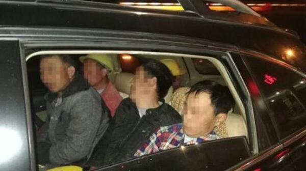 后备箱内藏人 泉州高速一越野车超载上高速被查获