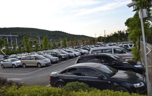 厦门地区停车场不开票消费者可拒付 举报可拨打12366