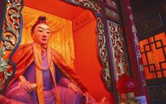 石狮一300多年肉身佛为女性身塑成