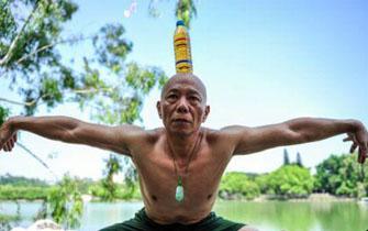 福州57岁大叔练习劈叉一字马