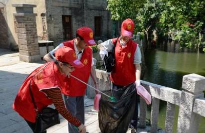 福州市建设系统党员志愿者开展爱河护河志愿行动
