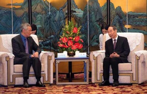 福建省委书记尤权在厦门会见新加坡总理李显龙