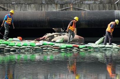 福州8条水体月内将率先消除黑臭 机器不停人也不歇