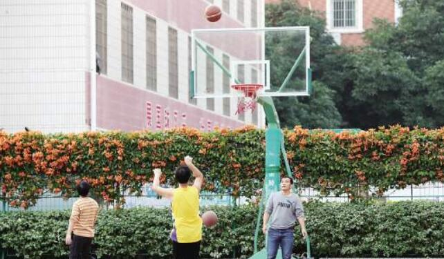厦门14所学校开放体育设施 5个月6.3万人次进校健身