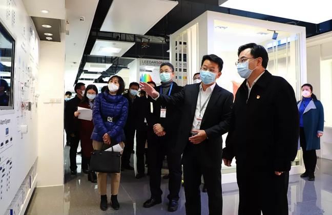市委书记胡昌升、市长庄稼汉帮助湖里企业解难题