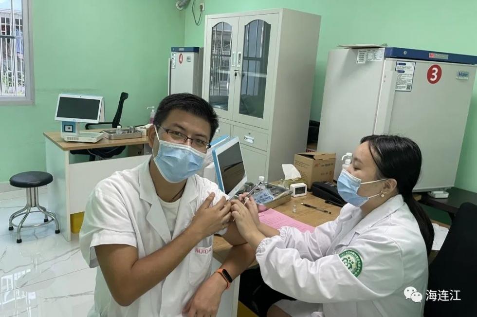"""福建多地啟動新冠疫苗""""第三針"""""""