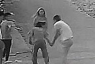 厦门:男子因琐事争吵拔刀砍女友 市民空手夺刃