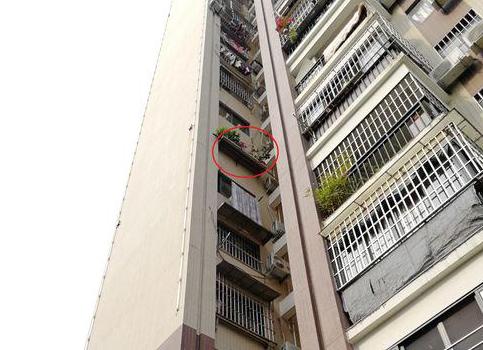 福州:男童8楼坠落 砸断7楼晾衣杆被6楼花圃接住