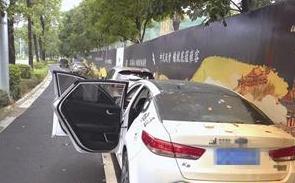 漳州:多辆小车一夜间被砸 有的玻璃被整块拆下