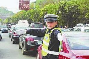 龙岩交警发布清明期间辖区交通预判 为市民出行支招
