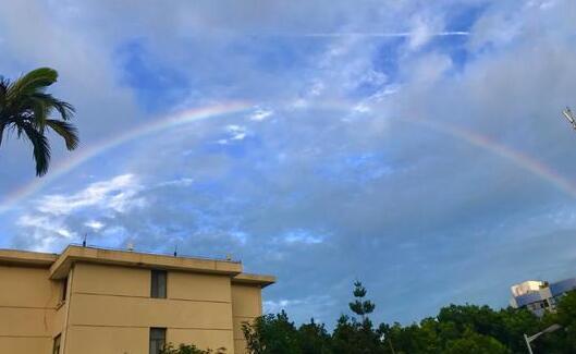 连日阵雨过后 福州天空现美丽彩虹刷爆朋友圈