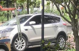 男子开车打电话撞倒母子俩 一岁男孩被轧当场身亡
