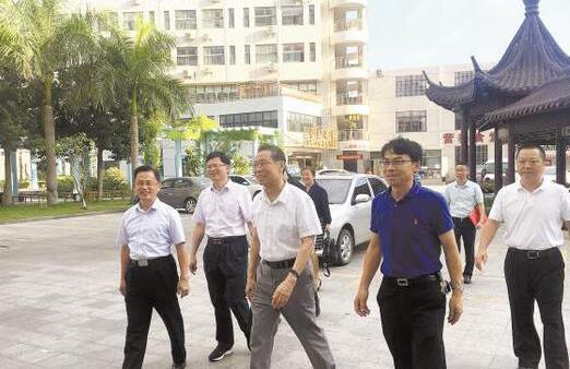 钟南山院士参访厦门医学院 受聘为第二医院名誉院长