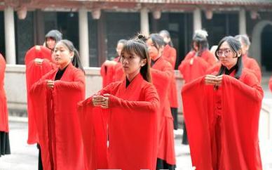 榕80余名台湾学子在福州文庙完成传统成年礼