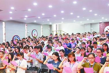 厦门今年新招教师1635人 市直属校新教师进行入职宣誓