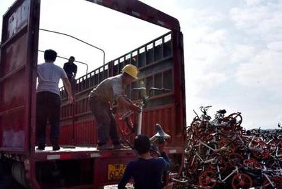 福银高速公路沿线上万辆共享单车乱堆放 将整治升级