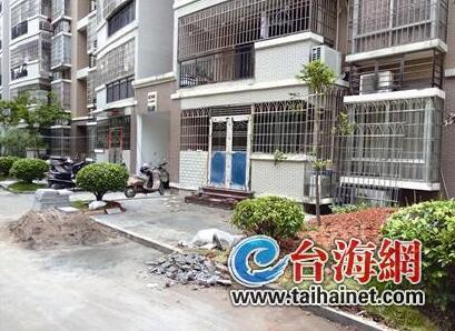 """公共绿地成""""后花园"""" 漳州一小区62栋楼11栋违规"""