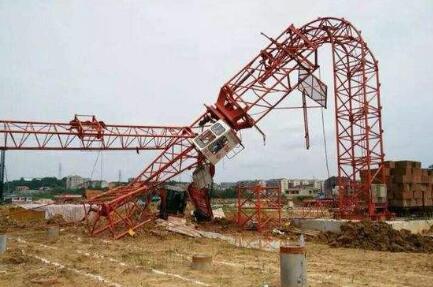 龙岩一建筑工地塔吊倒塌 一名建筑电工不幸身亡