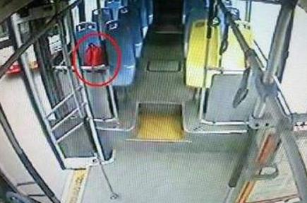 福州乘客万元财物遗忘公交车上 司机提包物归原主