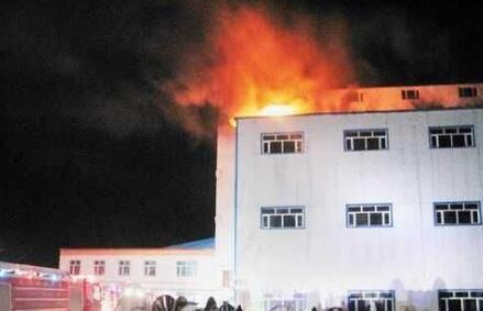 翔安内厝一发泡厂厂房着火 过火面积达600平方米