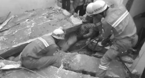 泉州市区一3层自建房翻修时楼板坍塌 3人被埋1死2伤
