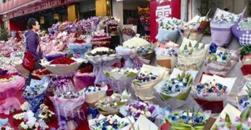"""情人节来了厦门""""爱经济""""升温 鲜花和金饰热卖"""